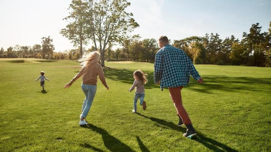 Manfaat Ajak Anak Isi Liburan dengan Jalan-jalan ke Taman