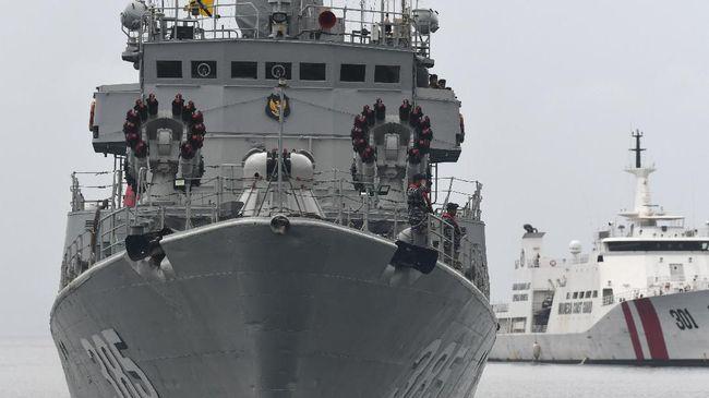 TNI mengerahkan delapan Kapal Republik Indonesia (KRI) berpatroli untuk pengamanan Perairan Natuna, Kepulauan Riau, (6/1).