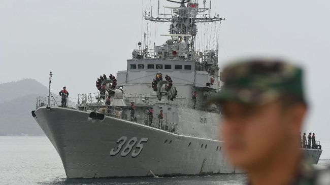 TNI menerjunkan 8 kapal perang, salah satunya jenis Fregat untuk amankan Perairan Natuna dari ancaman kehadiran kapal China di laut RI.