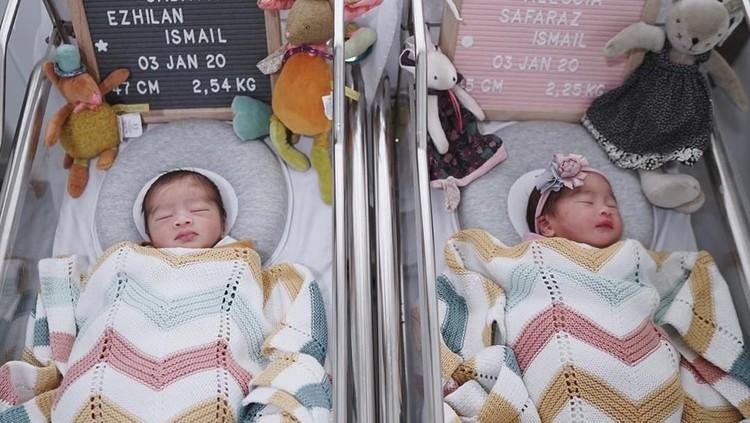Syahnaz Sadiqah baru saja melahirkan bayi kembar perempuan dan laki-laki. Bayi kembar yang menggemaskan itu pun sudah diberi nama. Apa ya, Bun? Yuk cek di sini.