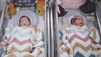 <p>Syahnaz Sadiqah dan Ritchie Ismail alias Jeje 'Govinda' tengah berbahagia menyambut bayi kembar mereka. Syahnaz melahirkan pada Jumat (3/1/2020). (Foto: Instagram @syahnazs)</p>