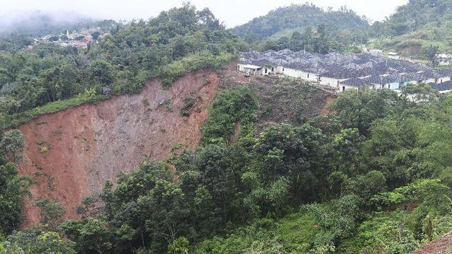 BPBD Kabupaten Bogor menyatakan hujan ekstrem yang terjadi di daerah Kota Hujan pada Senin (21/9) telah memicu banjir dan longsor di beberapa titik.
