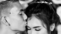 <p>Kemudian, Kim kemudian secara resmi melamar Elisabeth pada 3 Januari 2020. (Foto: Instagram @kimkurniawan)</p>