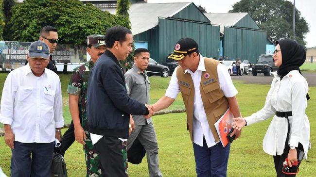 Jokowi batal mengunjungi korban longsor Sukajaya, Bogor. Namun, bantuan Jokowi sebanyak 6.000 paket tetap disalurkan kepada korban longsor.