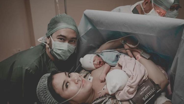 Syahnaz Sadiqa melahirkan anak kembarnya pada 3 Januari lalu. Syahnaz dan suaminya Jeje mengaku menjalani program hamil dengan buah zuriat.