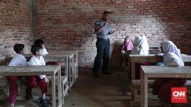 Sekolah Marginal di Sasak: Jokowi, Kami Butuh Kelas Baru
