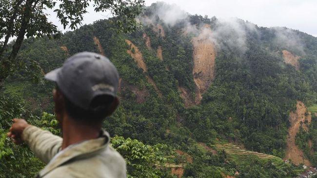 Tanah longsor di Gunung Salak, yang menyebabkan Kerusakan di sekitar Kabupaten Bogor, disebut tak terkait penebangan liar.