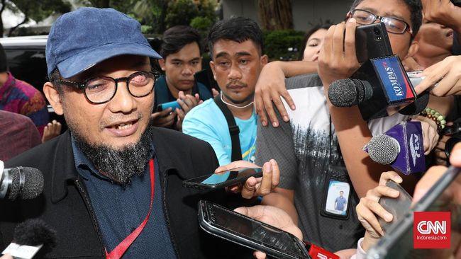 Novel Baswedan tiba di Polda Metro Jaya dengan didampingi oleh kuasa hukum dan tim Biro Hukum KPK terkait pemeriksaan kasus penyiraman air keras.