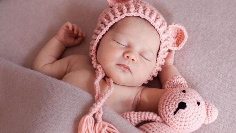 Nama-nama bayi perempuan berikut diprediksi bakal populer dalam 10 tahun mendatang. Wah seperti apa, Bun? Yuk cek selengkapnya nama bayi perempuan di sini.