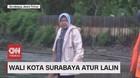 VIDEO: Ditengah Guyuran Hujan, Risma Atur Lalu Lintas
