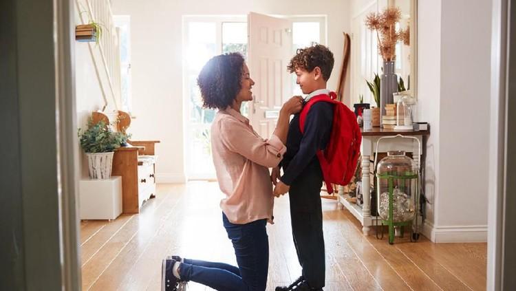 Di usia 9 tahun, pola pikir anak laki-laki mulai berubah. Ada beberapa hal yang perlu Bunda perhatikan dan lakukan saat mendidik anak laki-laki usia 9 tahun.