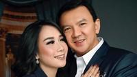 <p>Wanita 23 tahun ini resmi menikah dengan Ahok pada 2019. Usia Ahok dan Puput terpaut 31 tahun, Bunda. Saat foto pre-wedding, penampilannya sudah sedikit berubah lho. (Foto: Instagram @fdphotography90)</p>