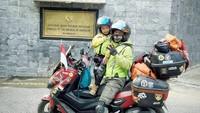 Lilik Gunawan mengajak putranya, Balda yang berusia 4 tahun ke Mekkah dari Jambi naik motor untuk bertemu istrinya, Mardiani Gunawan. (Foto: Instagram @jejakpalmarjambi)