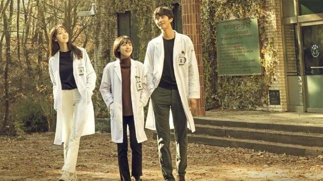 Pada Februari 2020, beberapa drama Korea seperti Crash Landing On You dan Dr. Romantic 2 berhasil mempertahan titel drama terbaik sejak Januari 2020.