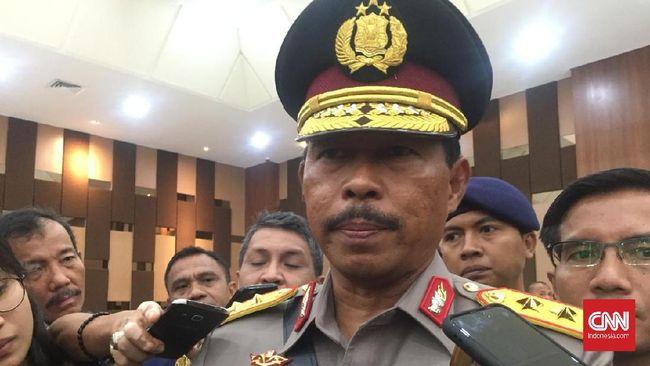 Kepala Kapolda Metro Jaya dan Kapolda Jawa Barat dicopot lantaran tak menegakkan protokol kesehatan.