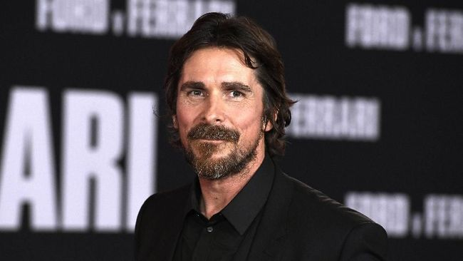 Penampakan aktor Christian Bale sebagai Gorr the God Butcher dalam film Thor: Love and Thunder atau Thor 4 tertangkap kamera paparazi.