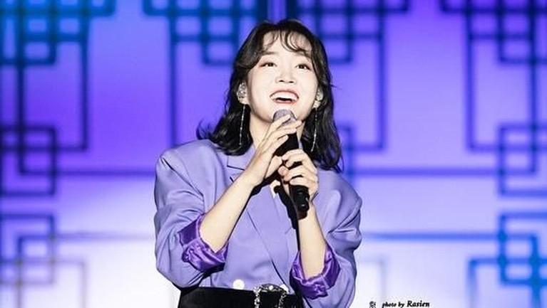 Yunha comeback dengan menggaet RM BTS lewat lagunya, Winter Flower, dan berhasil mendapatkan sambutan yang baik. Lalu apa saja fakta menarik dari Younha?