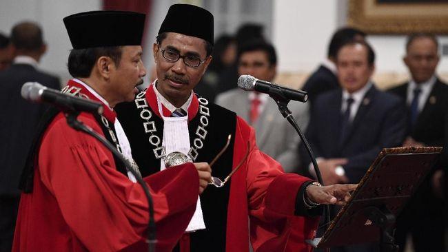 Yakin dengan sistem di internal, Hakim baru MK Suhartoyo dan Daniel Yusmic mengaku siap menghadapi sengketa Pilkada 2020 tanpa boncengan kepentingan.