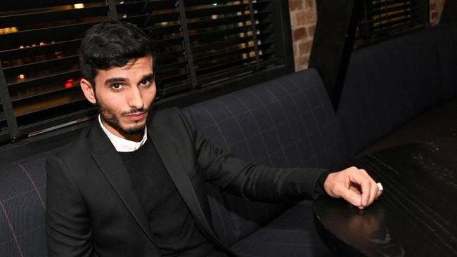 Nama aktor Mehdi Dehbi turut banyak dibicarakan usai serial Messiah yang ia bintangi menuai kontroversi.