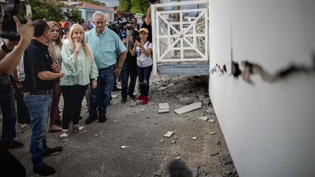 Gempa magnitudo 5,8 menggoyang Kota Guanica, Puerto Rico, memicu tanah longsor hingga merobohkan sejumlah rumah penduduk.