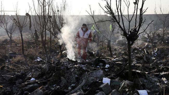 Sebelas tentara Turki tewas, termasuk jenderal dan dua luka-luka dalam kecelakaan helikopter militer.