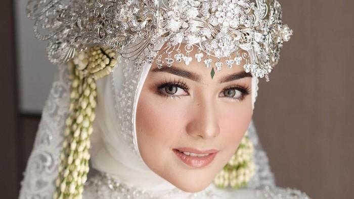 Cantiknya Citra Kirana Pakai Siger dan Kebaya Sunda Saat Akad Nikah