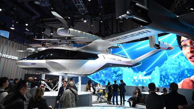 Mobil terbang telah dikembangkan selama satu dekade, berbagai produsen kini mencoba menyelesaikan masalah pengembangan agar bisa mewujudkannya tidak lama lagi.