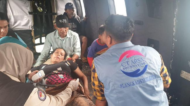 Salah satu ibu hamil korban banjir dan longsor yang dievakuasi dari Kampung Cileuksa Utara, Kabupaten Bogor, sudah dalam posisi siap melahirkan.
