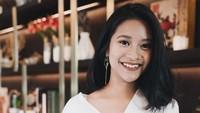 <p>Siti Adira Kania adalah putri pertama Aldi Bragi dari pernikahannya terdahulu dengan Ikke Nurjanah. Adira lahir pada tahun 1999. Dengan rambut sebahu dan senyum yang manis, Adira terlihat cantik. (Foto: Instagram @adirakirana)</p>