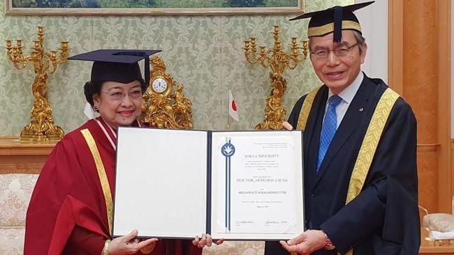 Presiden kelima RI Megawati Soekarnoputri mengaku tak tahu sebab dirinya mendapat sembilan gelar doktor honoris causa dari berbagai universitas.