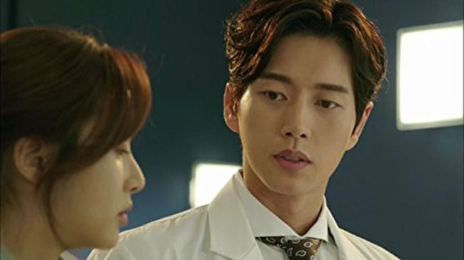 Sineas Korea Selatan kerap mengangkat masalah atau kehidupan tim medis dalam drama. Berikut rekomendasi 9 drama Korea soal dokter.