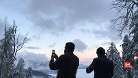 VIDEO: Pakistan Diguyur Salju Tahun Baru