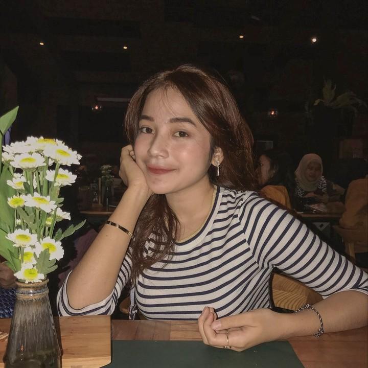 <p>Putri Anjani adalah anak dari aktor sekaligus komedian Jarwo Kwat. Putri adalah anak kedua Jarwo Kwat. Ia saat ini baru berusia 18 tahun, Bun. (Foto: Instagram @anjanyjrw)</p>