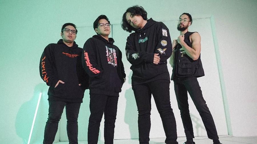 Lirik Lagu Heavy Lies - DIVIDE feat Tuan Tigabelas