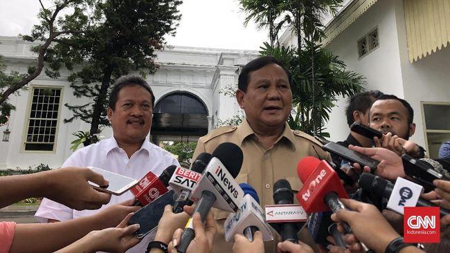 Prabowo menegaskan Presiden Jokowi sudah mengeluarkan sikap tegas mengenai kedaulatan perairan di Indonesia saat mengunjungi Natuna.