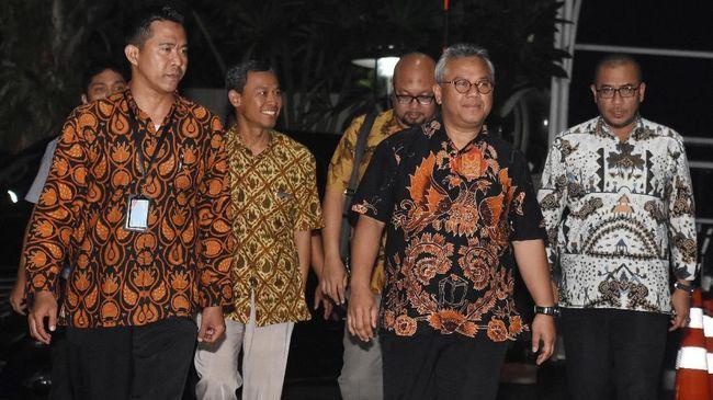 KPU meminta maaf atas kasus Wahyu Setiawan yang menjadi tersangka suap, dan menyerahkan proses hukum kepada KPK.