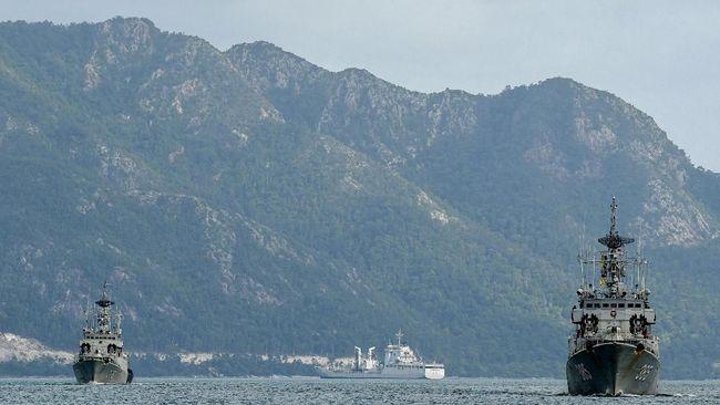 Juru bicara kepresidenan Fradjroel Rahman mengatakan keberadaan kapal perang milil TNI AL di laut Natuan untuk melakukan penegakkan hukum.