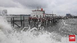 Banjir Rob Rendam Perumahan Pantai Mutiara Jakut