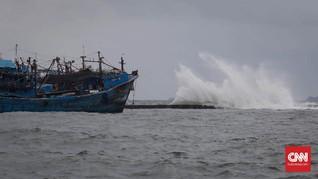 Gelombang 4 Meter Ancam Daerah Pesisir Jawa Hingga Sumba