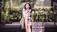 <p>Siwi juga kerap menggunakan barang-barang merek terkenal, Bun. (Foto: Instagram @w_hadinata)</p>