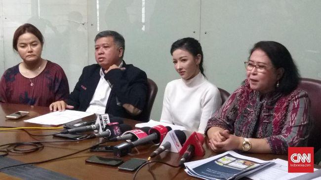 Selain Pramugari Garuda Indonesia Siwi Widi Purwanti, Polda Metro Jaya juga akan periksa 2 saksi atas kasus dugaan pencemaran nama baik.