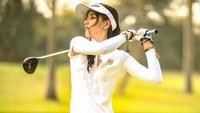<p>Tampil sporty, Siwi hobi main golf juga ya? (Foto: Instagram @w_hadinata)</p>