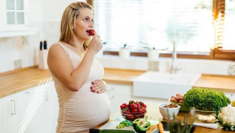 Sebelum melahirkan, Bunda ingin konsumsi suplemen ASI booster? Bunda enggak mau nantinya si kecil kekurangan ASI. Tapi, apakah boleh minum suplemen saat hamil?