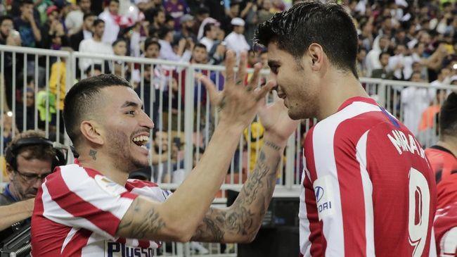 Atletico Madrid memberitahukan identitas dua pemain yang positif terinfeksi virus corona. Dua pemain itu adalah Angel Correa dan Sime Vrsaljko.