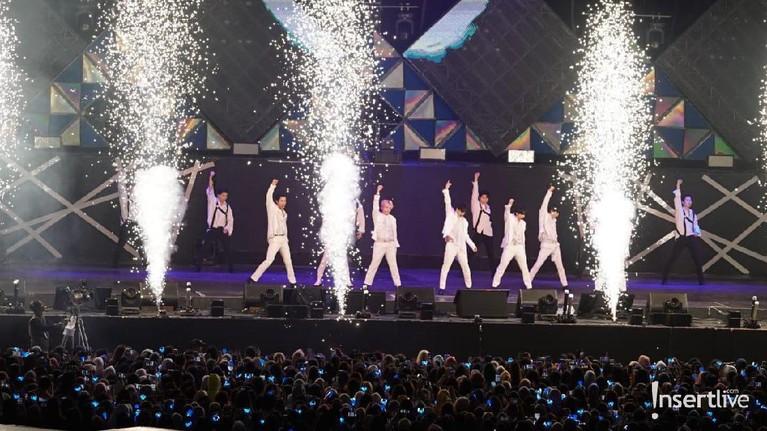 Beberapa foto personel Super Junior saat konser di Jakarta.
