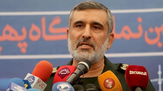 Komandan udara Garda Revolusi Iran Jenderal Amir Ali Hajizadeh menyebut operator rudal ambil keputusan menembak karena komunikasi terputus.