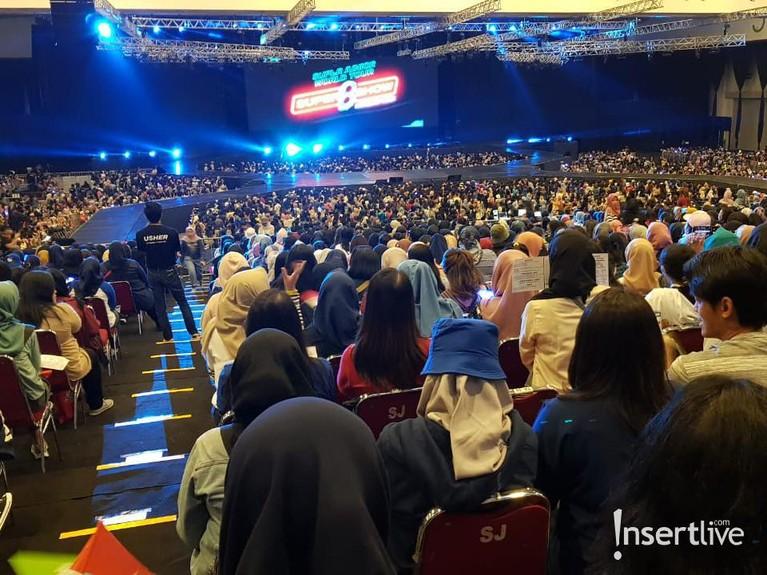 Suju menggelar konser bertajuk Super Junior World Tour - Super Show 8: Infinite Time di ICE BSD, hari ini, Sabtu (11/1). Berikut antusisme penggemar.