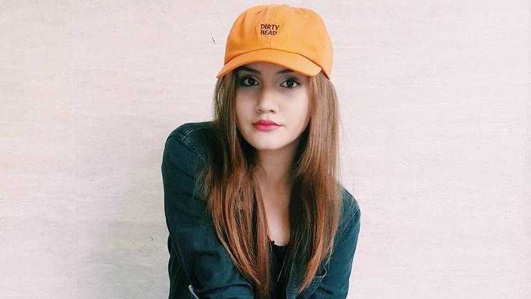 Chelsea Shania masih berusia 19 tahun dan sudah menelurkan beberapa karya di ranah industri hiburan Indonesia.