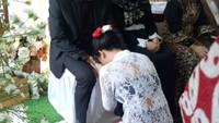<p>Tak lupa momen haru saat Vanessa sungkem ke ayahnya. (Foto: (dok. Doddy Sudrajat))</p>
