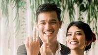 <p>Tak lupa, Bibi mengunggah foto cincin nikahnya bersama sang istri, Vanessa. (Foto: Instagram/@vanessaangelofficial, @aldosinarta, @victoria_makeupatelier)</p>